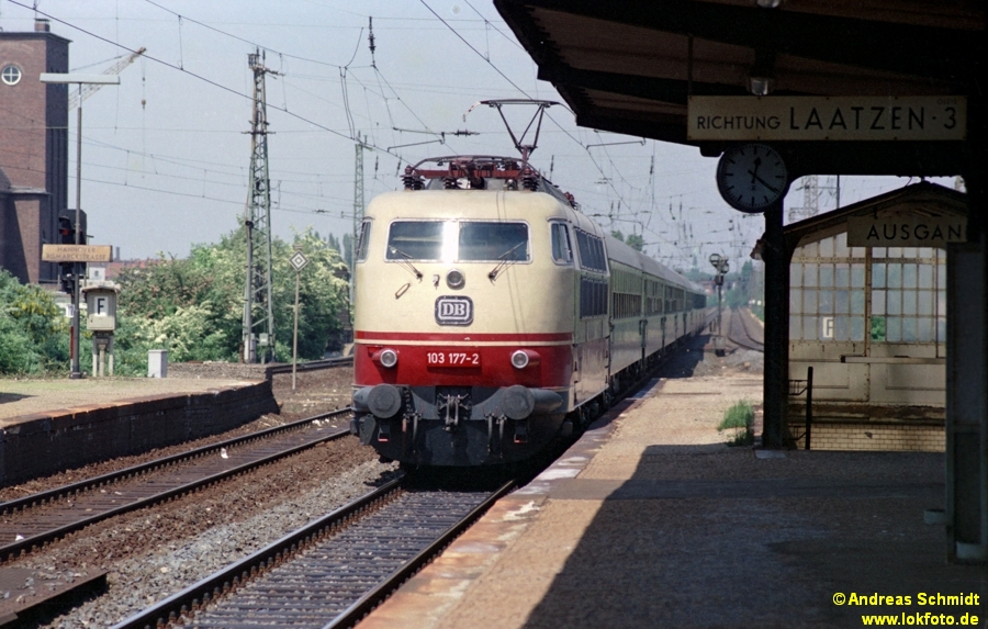 http://rueckblicke.lokfoto.de/Vor_25_Jahren/1979/1979_4/fn72_6_5_103_177.jpg