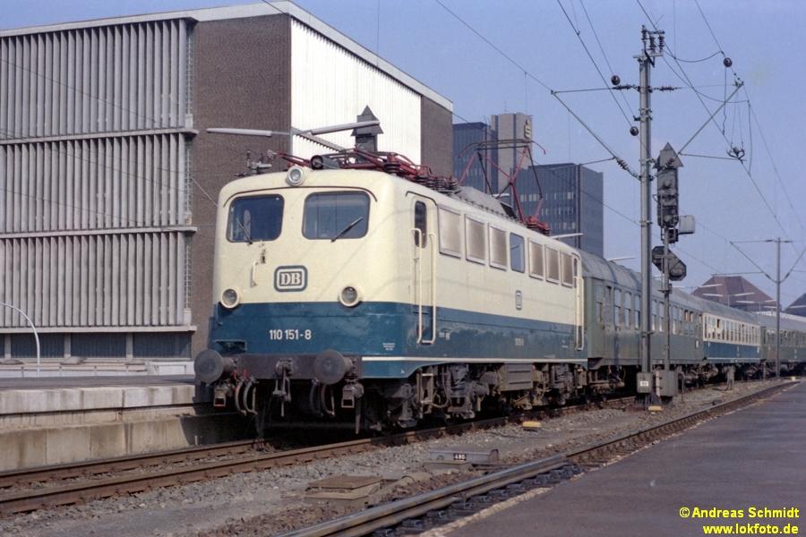 http://rueckblicke.lokfoto.de/Vor_25_Jahren/1979/1979_4/fn73_7_3_110_151.jpg