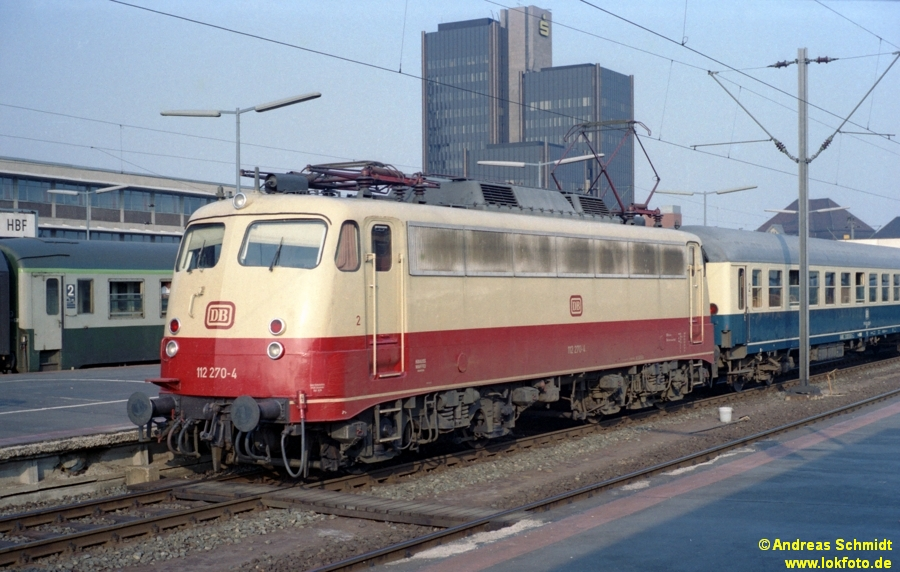 http://rueckblicke.lokfoto.de/Vor_25_Jahren/1979/1979_4/fn74_2_19_112_270.jpg
