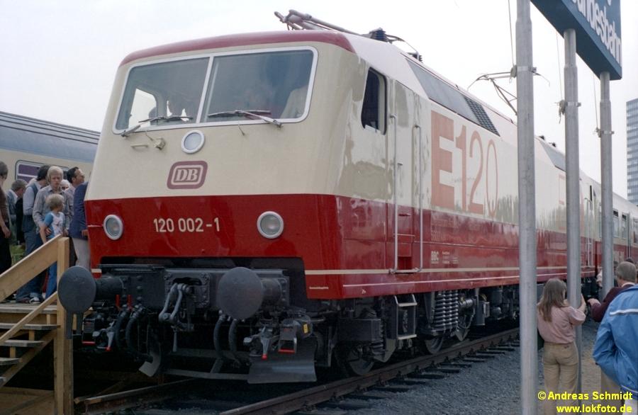 http://rueckblicke.lokfoto.de/Vor_25_Jahren/1979/1979_4/fn74_5_57_120_002.jpg