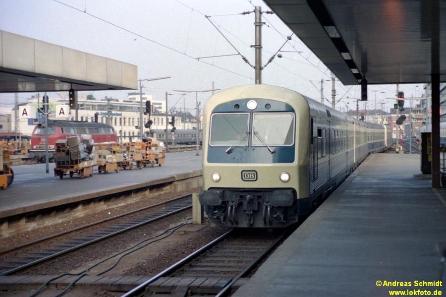 http://rueckblicke.lokfoto.de/Vor_25_Jahren/1979/1979_4/fn77_3_1_LHB_Steuerwagen.jpg